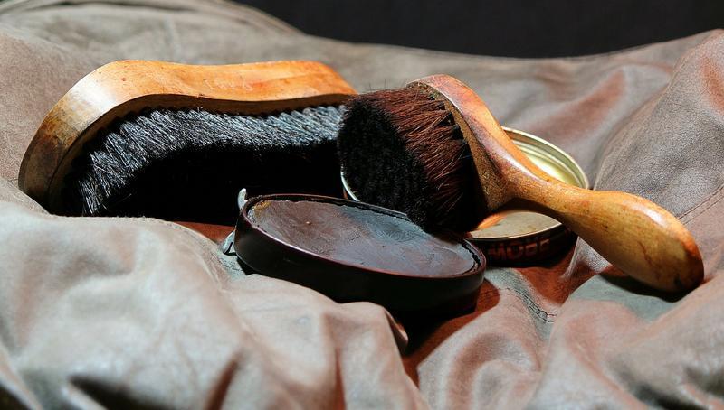 Come pulire le scarpe? I metodi più consigliati a seconda